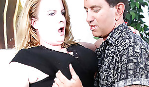 BBW Nichole Exposes A difficulty brush Huge Boobs