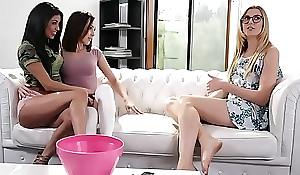 Hawt girlhood tag-teamed dramatize expunge babysitter - Veronica Rodriguez, Jenna Sativa and Alexa