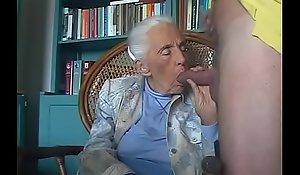 92-years old granny engulfing grandson cock.FLV