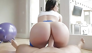 Bootylicious brunette everywhere yoga pants receives sodomized