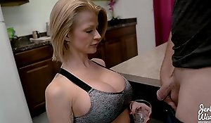Joslyn James close by Mom's Protein Setting up